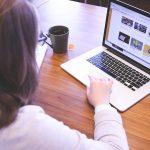 Tener contactos en los medios y escribir bien, no hace que seas experto en Comunicación Empresarial